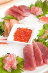 手巻き寿司用に盛り付けられた魚介類