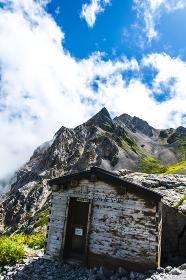 杓子岳と避難小屋