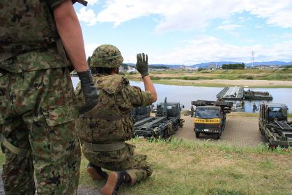 2014年実施の南海レスキューにて、陸上自衛隊の架橋渡河訓練展示