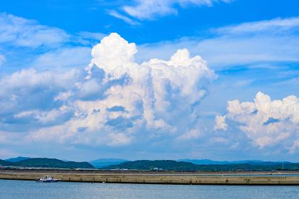 夏の青空と入道雲