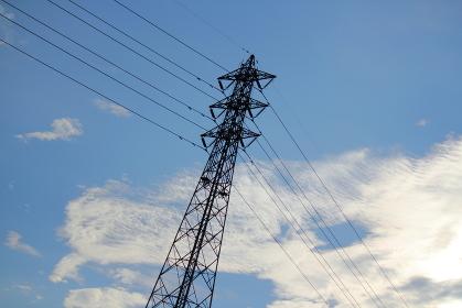 鉄塔と送電線のシルエット