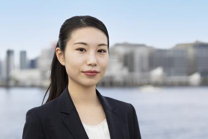 アジア人の若いビジネスウーマン