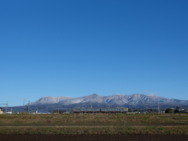 赤城山を背景に走る上電