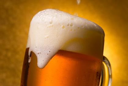 ビール 注ぐ 泡