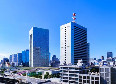 首都高と田町方面の商業ビルの風景 【東京都の都市風景】
