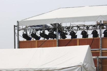 イベントの照明器具と仮設テント