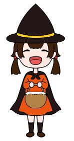 ハロウィンに仮装をする笑顔の女の子