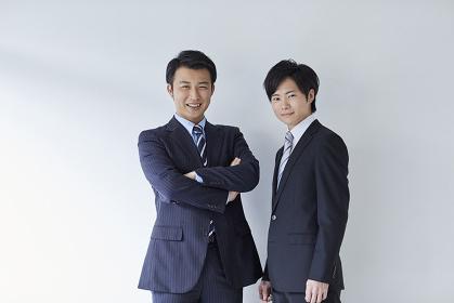ポーズをとる日本人ビジネスマン