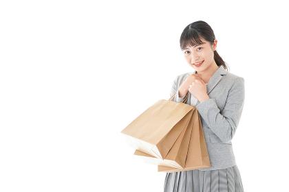ショッピングをするビジネスウーマン