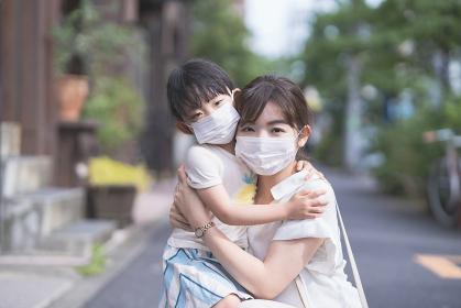 マスクをつけた親子