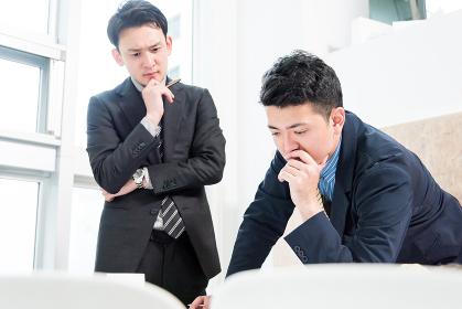 ビジネス状況・2人のビジネスマン