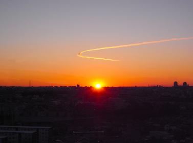 初日の出上空に龍雲が舞う