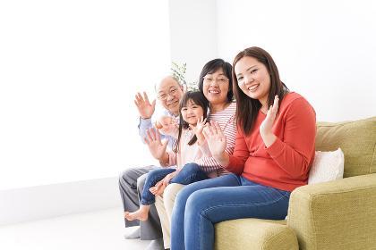 幸せな家族の集合写真