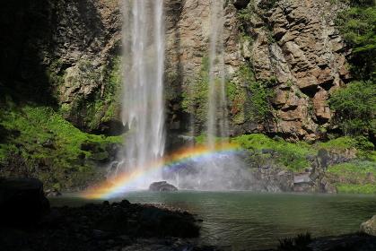 福貴野の滝にかかる虹