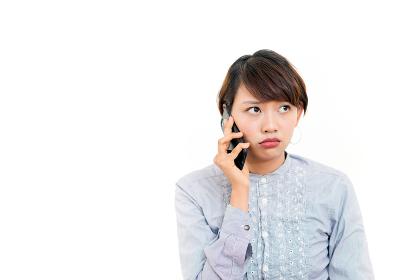 女性・スマートフォン(電話・通話・通信)