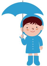 傘をさすレインコートの男の子