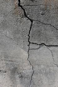 コンクリートの亀裂 8 縦位置