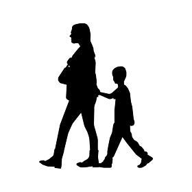 歩いている人物・歩行者 全身(横向き)シルエットイラスト/ お母さんと子供