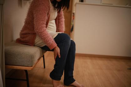 足に痛みを感じる妊婦