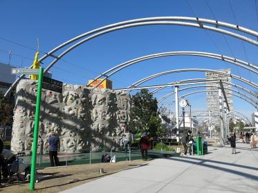 ボルダリングウォールや多目的運動施設がある渋谷区立宮下公園(MIYASHITA PARK)