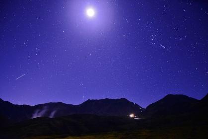 月夜に輝く立山連峰