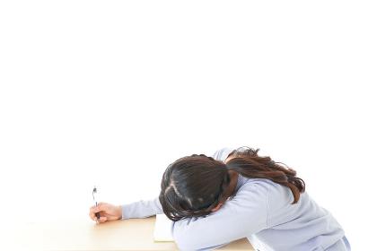 勉強をサボる若い女子学生