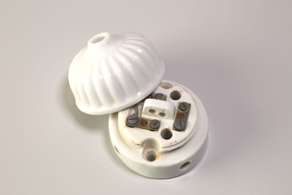 電灯用のレトロなガイシ