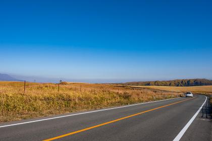 秋の絶景阿蘇ミルクロードのドライブ