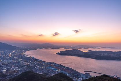 風師山展望台から見る関門海峡と北九州の夕暮れ