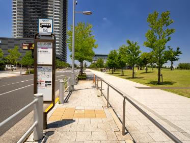 「にいじゅくみらい公園南」のバス停 東京都