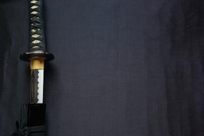横長の抜きかけの居合練習刀