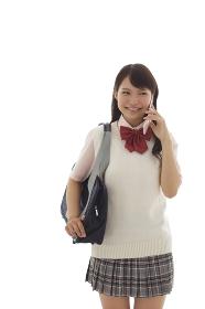 制服姿で電話をかけている女の子