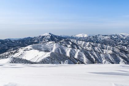 会津駒ヶ岳から望む燧ヶ岳と至仏山