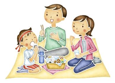 運動会の昼食をとる家族