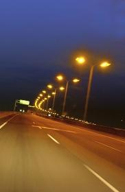 夜のハイウェイ