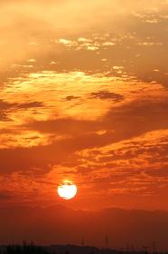 空を染める夕日