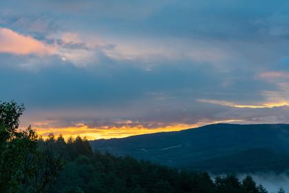 信州車山高原からの朝焼け