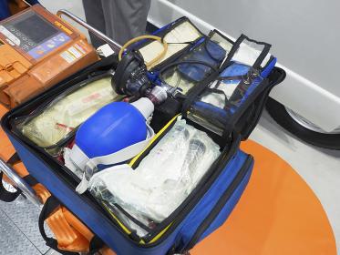 救急救命用バッグ,救急バッグ,救急救命,救急,救急車,資機材,救急隊,日本,救急カバン,救命,救急救命士,救急資機材,人工呼吸器,医療,緊急,搬送,メディカル,病院,救急搬送,アジア,東洋,ヘルスケア,