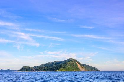 夏の綺麗な青空の玄界灘の地島