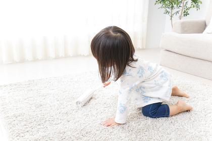 掃除をする子供