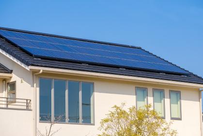 ソーラーパネルのある家 太陽光 発電 エコシステム