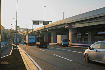 夕方の産業道路と首都高速神奈川1号横羽線