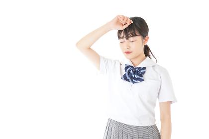 頭痛に苦しむ若い女子学生