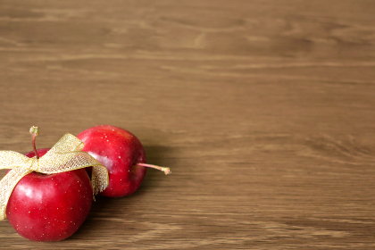 金色のリボンで飾った姫リンゴ 9