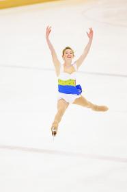 フィギュアスケートをする女性