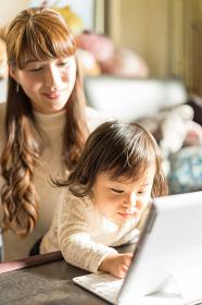 家族イメージ(パソコン・PC・タブレット)