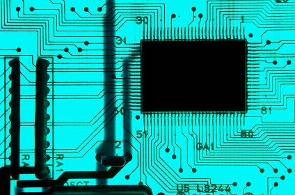 透過光の青い電子回路基板