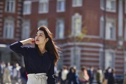 待ち合わせ中の日本人女性