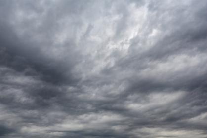 東京の春空 曇天(4月)