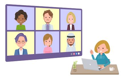 複数人でオンライン会議をしているパーカーを着た女性のセット。奥行きアングル